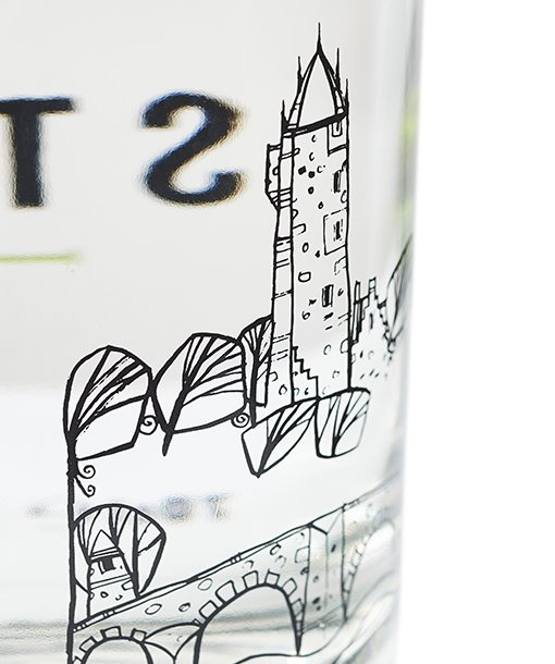 Beautiful illustration of the Wallace Monument on the bottles of Stirling Gin